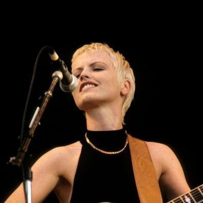 Photo-of-Dolores-ORIORDAN-and-CRANBERRIES
