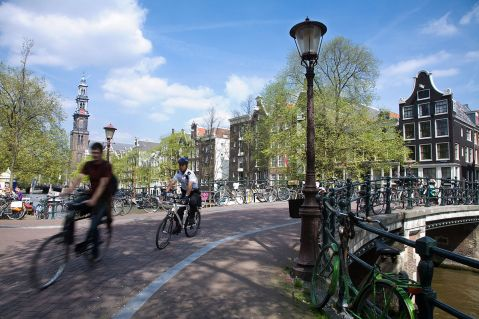 1200px-Amsterdam_-_Bicycles_-_1058.jpg